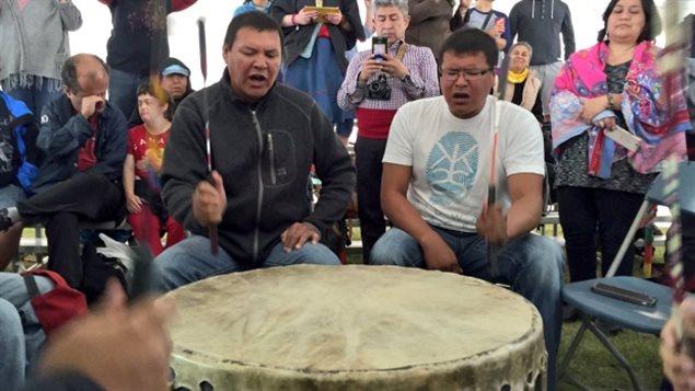Les participants au Forum mondial d'affaires autochtones réunis à Saskatoon pour discuter d'économie et de commerce étaient invités au pow-wow des journées de célébration de la culture Wanuskewin.