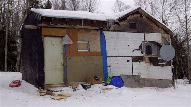 Une maison dans la réserve autochtone de Wasagamack situé à environ 600 km au nord de Winnipeg   PHOTO : KAREN PAUL/ICI RADIO-CANADA