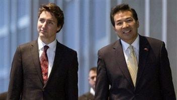 Le premier ministre Justin Trudeau en compagnie de l'ambassadeur chinois au Canada Luo ZhaohuiPhoto: Justin Tang La Presse canadienne