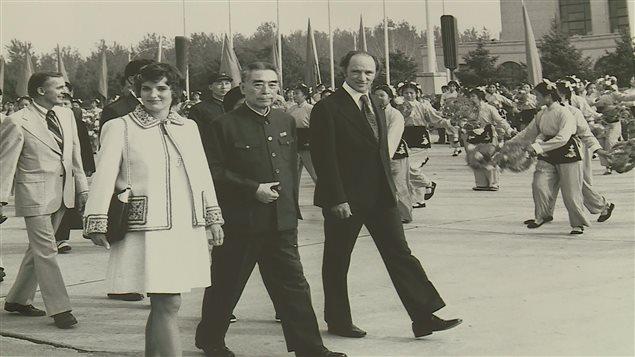 Pierre Eliott Trudeau et Margaret Trudeau sont accueillis en grand en 1973 en Chine