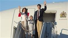 Justin Trudeau, Sophie Grégoire et leur fille Ella-Grace avant leur départ pour la Chine, le 29 août 2016