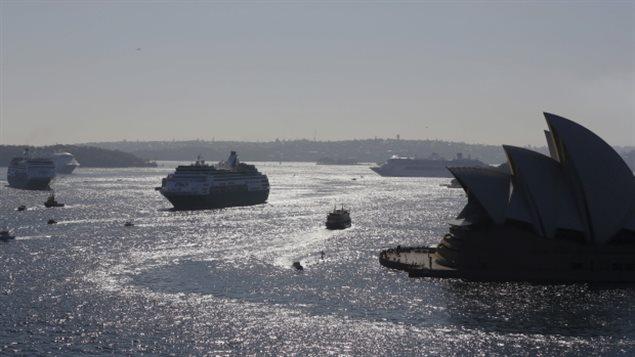 Les trois Canadiens ont été arrêtés dimanche après que leur navire de croisière se fut amarré à Sydney. (Jason Reed / Reuters)