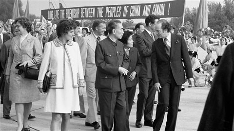 Le premier ministre canadien Pierre Trudeau, à droite, dans le cadre d'une visite officielle en Chine en 1973.