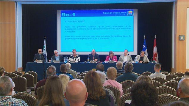 Le maire Juneau a dévoilé la décision du MAMOT, mardi soir, au conseil municipal.