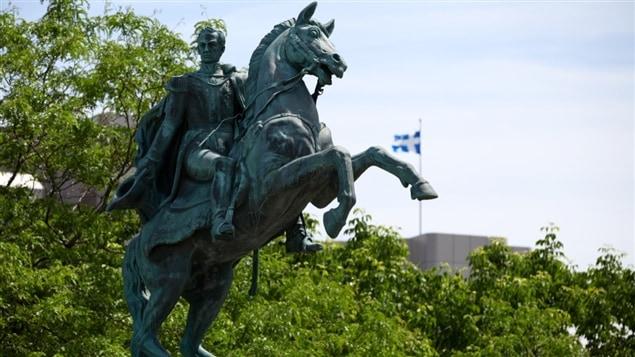 Le monument Simón-Bolívar dans le parc de l'Amérique-Latine à Québec.