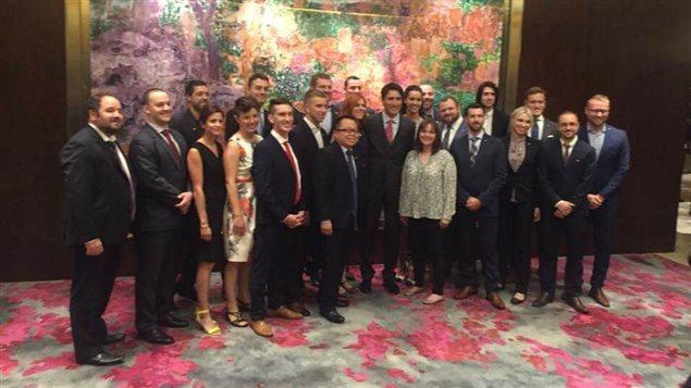 37 jeunes de différentes provinces du Canada aux côtés du premier ministre du Canada, Justin Trudeau, en Chine