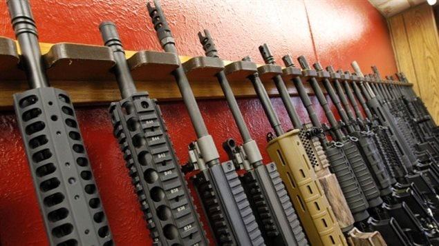 Armas como el fusil AR-15 están clasificadas como restringidas en Canadá.