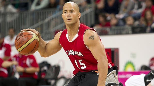 Le vétéran joueur de basketball en fauteuil roulant, David Eng