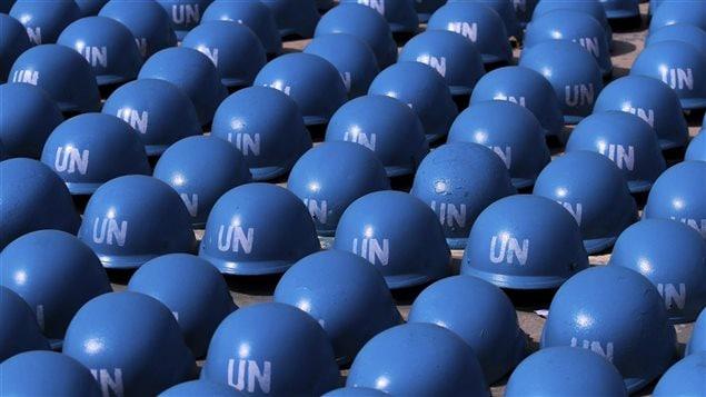 القبّعات الزرقاء