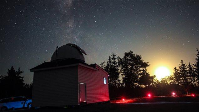 Il a fallu deux ans à Tim Doucette et à ses proches pour bâtir cet observatoire dans le sud-ouest de la N.-É.