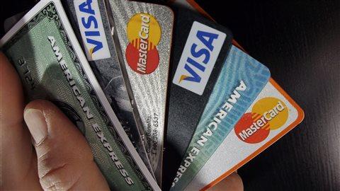 Les Canadiens sont engagés dans la spirale des dettes.