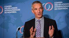 Christoph Frei, le secrétaire général du Conseil mondial de l'énergie, pendant sa conférence de presse devant les membres du CORIM (Conseil des relations internationales de Montréal)
