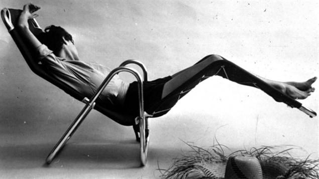 La chaise longue de Julien Hebert, que l'on retrouve sur la page couverture de 'Julien H�bert, fondateur du design moderne au Qu�bec' �crit par Martin Racine.