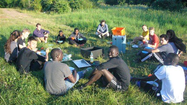 La communauté religieuse de Taizé, en France, a accueilli, avec tout le village, des réfugiés de 'la jungle' de Calais.