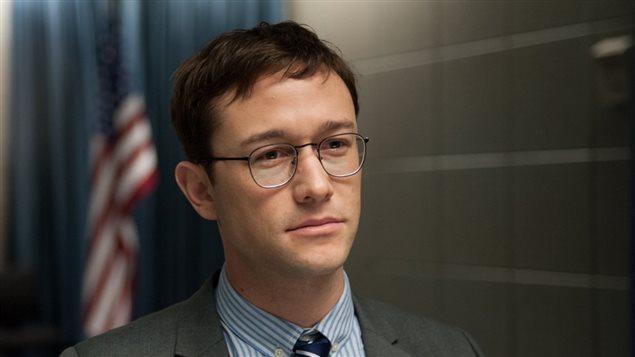 Joseph Gordon-Levitt dans le rôle d'Edward Snowden