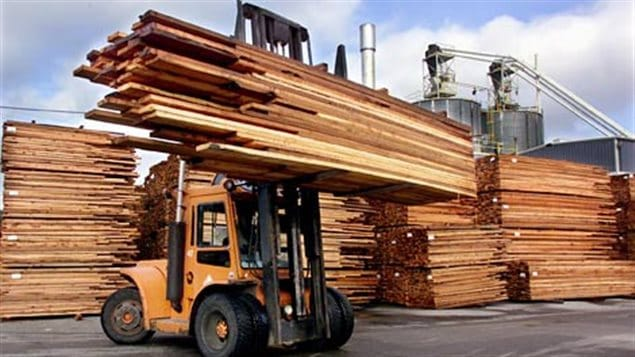 Many thousands of Canadian jobs are at stake as a deadline approaches to reach an agreement with the US over Canadian softwood lumber exports.