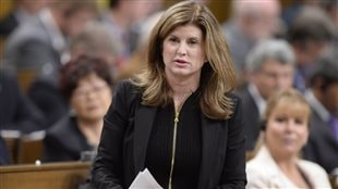 La chef intérimaire du Parti conservateur, Rona Ambrose, lors de la période des questions à la Chambre, mardi.