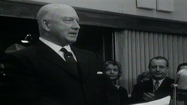 J.A. DeSèves au moment de l'inauguration de Télé-Métropole, en février 1961