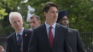 Le ministre des Affaires étrangères Stéphane Dion (à g.) et le premier ministre Justin Trudeau