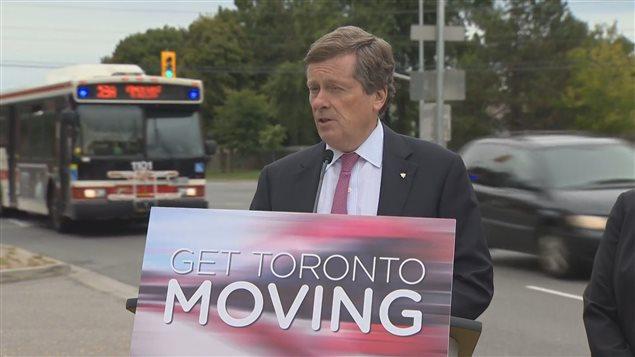 Le maire de Toronto annonce des mesures pour réduire la congestion routière.