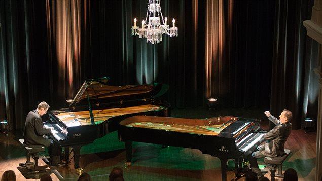 Les pianistes Matt Herskowitz et John Roney, pianos-cam�l�ons marient le jazz et le classique