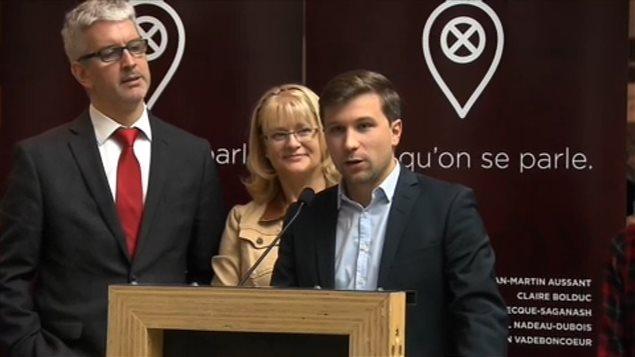 Jean-Martin Aussant, Claire Bolduc et Gabriel Nadeau-Dubois, en conf�rence de presse � Montr�al, le 28 septembre.