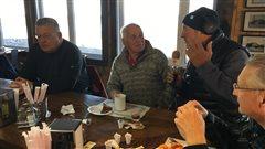 Bruno Lelièvre s'entretient en direct avec des citoyens de Sainte-Anne-des-Monts