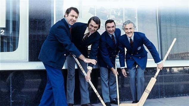 Lionel Duval avec ses coéquipiers de La soirée du hockey (Gilles Tremblay, Richard Garneau et René Lecavalier)
