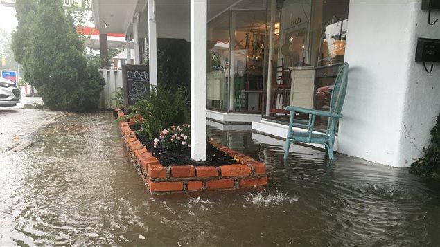 L'eau s'infiltre partout.