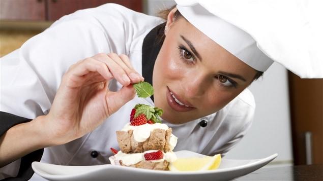 Les femmes sont encore trop peu représentées dans les compétitions et les publications culinaires, selon Lesley Chesterman.