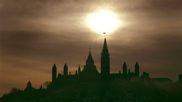Le Parlement d'Ottawa dans le brouillard