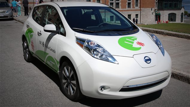 Radio-Canada Québec a fait l'acquisition de deux véhicules électriques de marque Nissan Leaf.