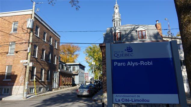 Le parc est situé en plein coeur du quartier qui a vu naître la première diva québécoise