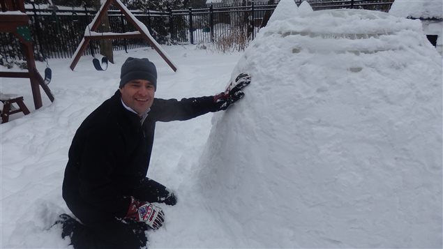 Eric Villiard made a prototype of his Play Snow Igloo and plastered sticky snow on it.