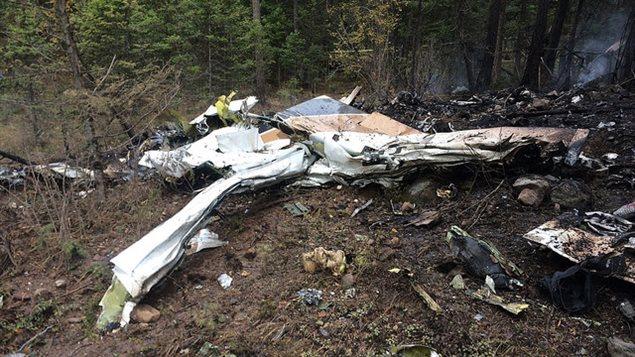 Les débris du petit avion dans lequel voyageait l'ancien premier ministre albertain Jim Prentice.