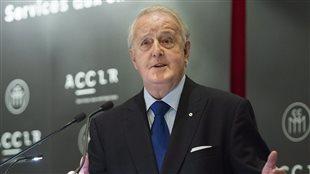 L'ex-premier ministre Brian Mulroney était devant la Chambre de commerce du Montréal métropolitain pour parler des problèmes économiques internationaux.