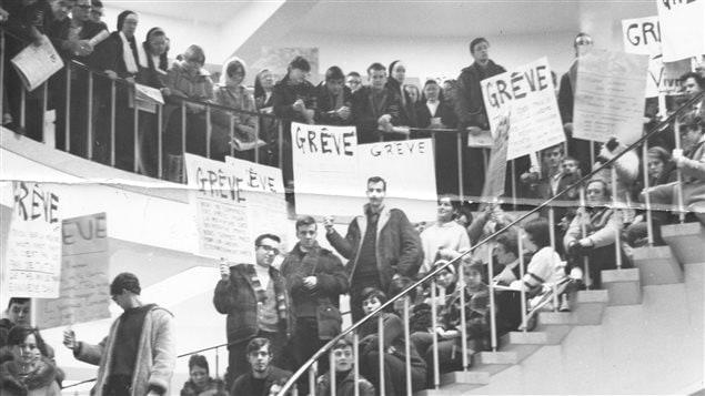 Étudiants de l'Université de Moncton en grève, en février 1968