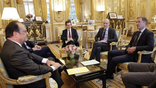François Hollande (à gauche) s'est entretenu mardi avec le ministre-président de la Wallonie, Paul Magnette (à droite) pour le convaincre d'approuver l'accord Canada-UE.