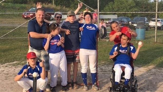 Des membres de l'équipe de baseball de Champ des anges