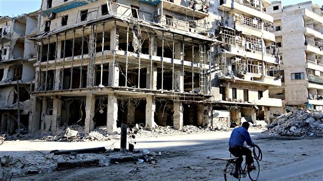 Des bâtiments en ruine dans le quartier Al-Sukkari à Alep