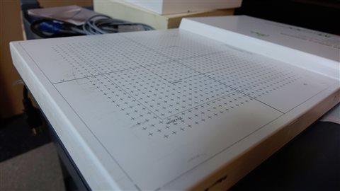 Cette matrice de détecteurs sert à prendre des mesures du plan du patient, puis à les comparer avec celles du logiciel.