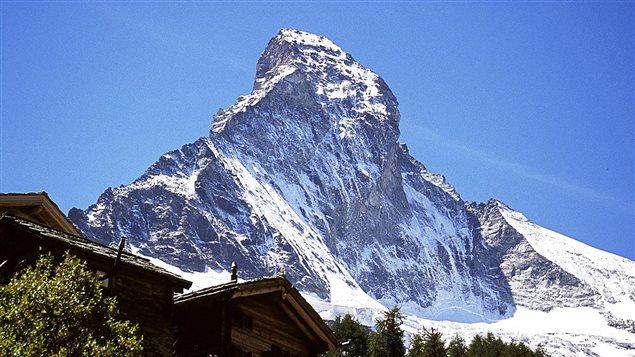 Le Cervin, un sommet alpin situ� sur la fronti�re italo-suisse