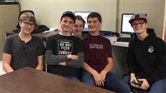 Des jeunes décodent le langage informatique