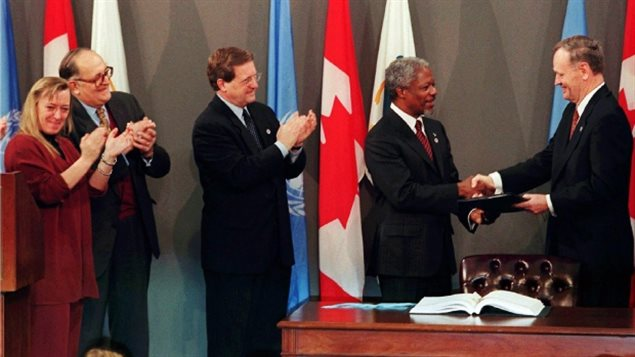 A global treaty to ban landmines was reached 20 years ago this week. Prime Minister Jean Chrétien, right, later handed over the signed treaty to UN Secretary General Kofi Annan in a ceremony in Ottawa with Nobel Prize laureate Jody Williams, left, Foreign Affairs Minister Lloyd Axworthy, centre, and International Committee of the Red Cross President Cornelio Sommaruga.