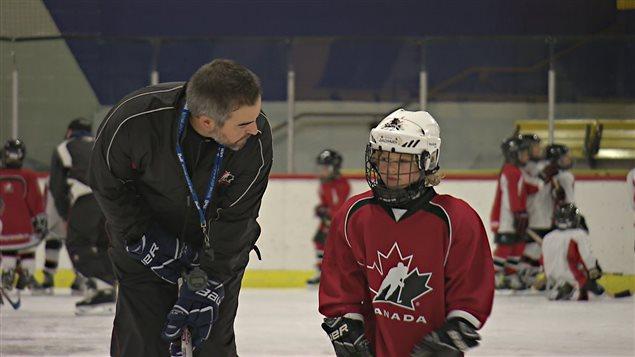 Un des programmes de hockey de Joé Juneau, ici à Portneuf.