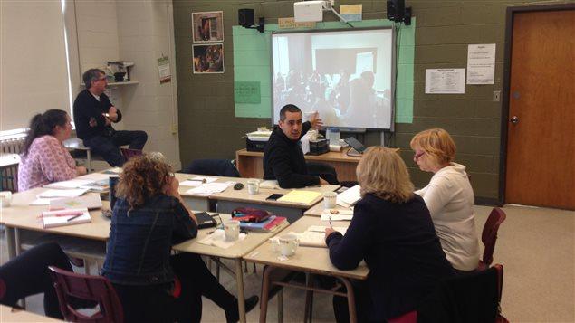 Rencontre entre le personnel enseignant de l'école secondaire L'Agora à Greenfield Park et les partenaires français du projet PhiloJeunes.