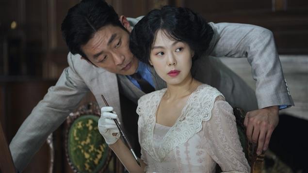 HA Jung-woo et KIM Min-hee dans <i>Mademoiselle</i>, de Park Chan-wook