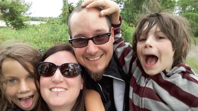 Dominique Mongeon, Christian Céné et leur deux enfants.