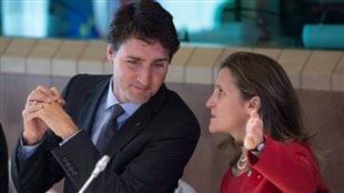 Chrystia Freeland en compagnie de Justin Trudeau.