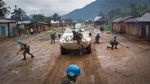 Des casques bleus déployés en République démocratique du Congo. Crédit photo : UN Photo/Sylvain Liechti